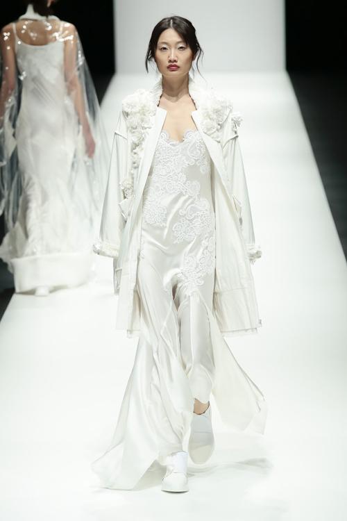 thanh-hang-sac-lanh-tren-san-dien-tokyo-fashion-week-6