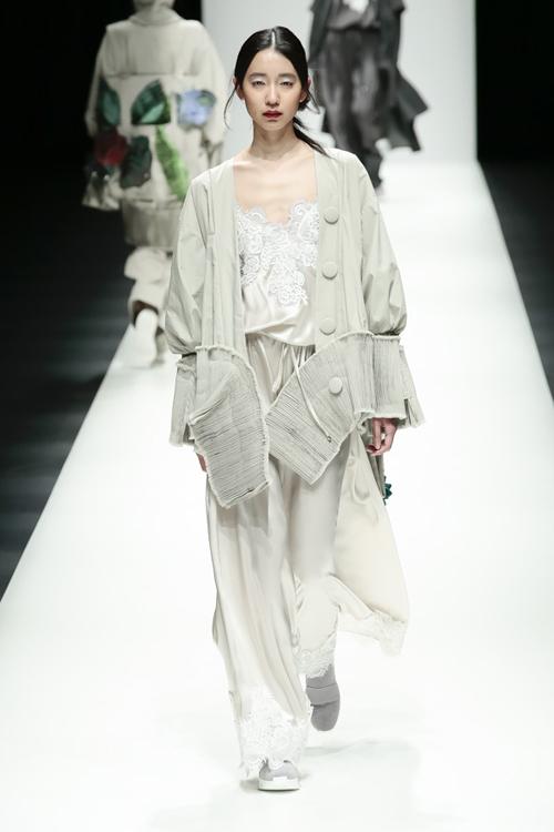 thanh-hang-sac-lanh-tren-san-dien-tokyo-fashion-week-7