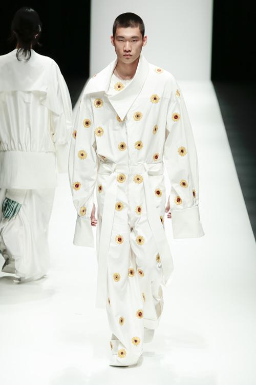 thanh-hang-sac-lanh-tren-san-dien-tokyo-fashion-week-8