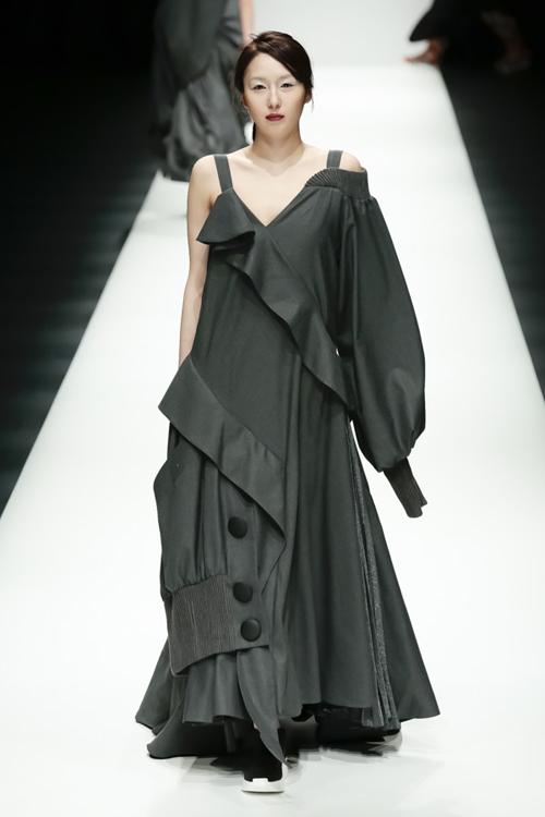 thanh-hang-sac-lanh-tren-san-dien-tokyo-fashion-week-9