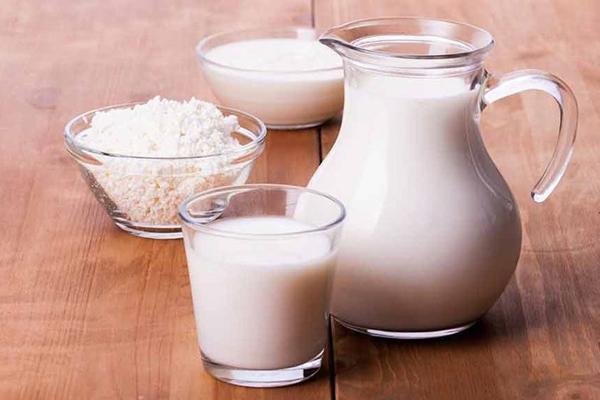 Sữa tươi Tắm cùng sữa tươi là phương pháp làm đẹp có từ thời xa xưa, thường được giới quý tộc sử dụng. Sữa tươi giàu protein