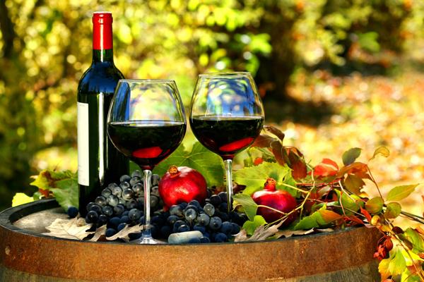 Rượu vang Rượu vang rất giàu chất oxy hóa, là phương pháp chống lão hóa, hạn chế nếp nhăn da hiệu quả.