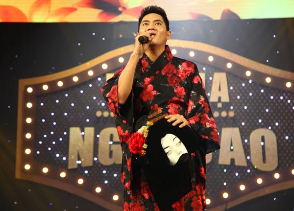 minh-luan-mac-kimono-deo-mat-na-di-thi-hat-2