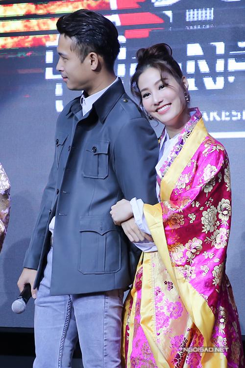 diem-my-9x-dien-kimono-om-chat-truong-the-vinh-1