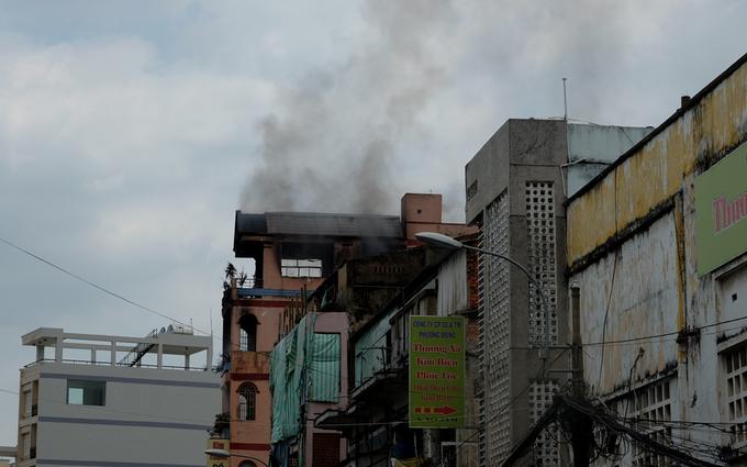 Hỏa hoạn đe dọa chợ hóa chất lớn nhất Sài Gòn