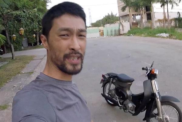 jonny-tri-nguyen-khoe-xe-cub-79-dong-nat-tu-phuc-che