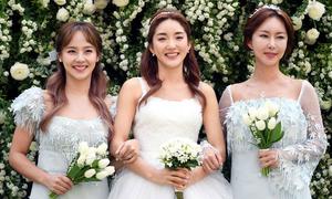 Bada đẹp rạng rỡ bên các thành viên S.E.S trong ngày cưới