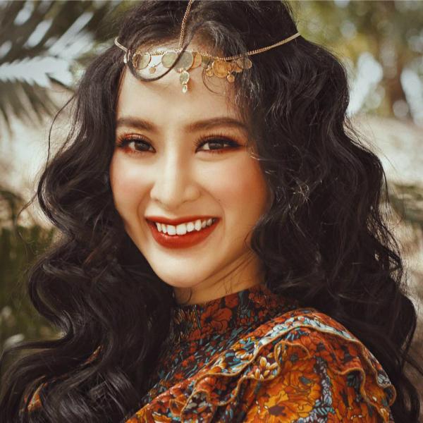 Angela Phương Trinh thử nghiệm với hình ảnh bohemian hoang dã.