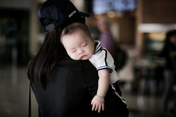 con-trai-duong-cm-lynh-ngu-say-sua-o-san-bay-2