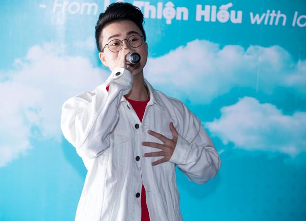 huong-giang-idol-den-mung-nam-ca-si-chuyen-gioi-le-thien-hieu-3
