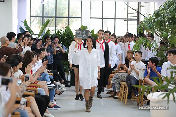 Áo đổi áo là thông điệp mang ý nghĩa mỗi chiếc áo bạn mua sẽ góp được 10 bộ đồng phục học sinh cho 10 đứa trẻ.