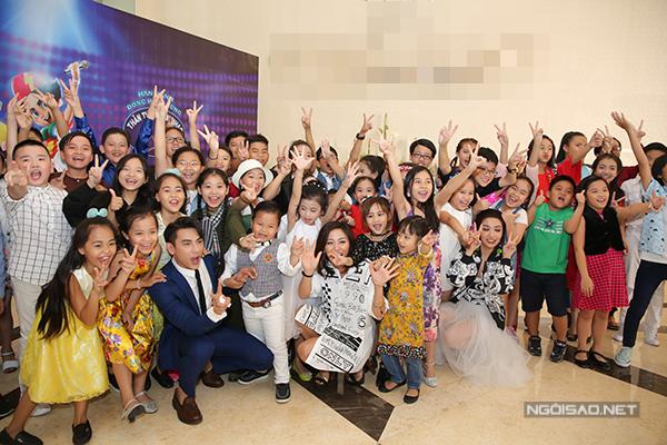 van-mai-huong-lien-tuc-chinh-trang-phuc-cho-isaac-6