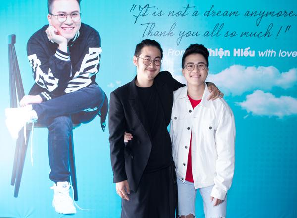 huong-giang-idol-den-mung-nam-ca-si-chuyen-gioi-le-thien-hieu-5