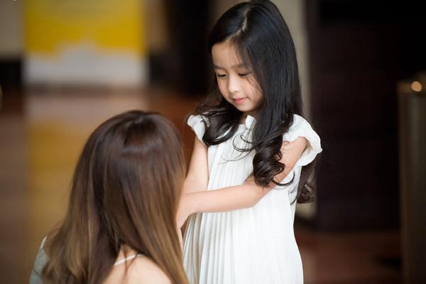 dan-le-luu-huong-giang-cung-khoe-con-trong-event-7