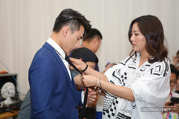 van-mai-huong-lien-tuc-chinh-trang-phuc-cho-isaac-9