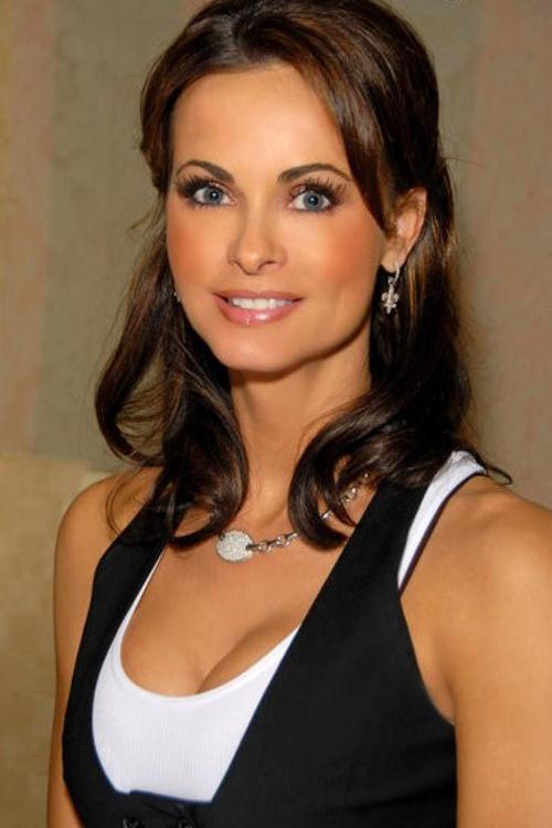Karen Mcdougal: Cựu người mẫu Playboy từng bơm ngực vào năm 1996 cho biết cô đã phải chịu những cơn đau về tuyến giáp, tuyến thượng thận và cả bệnh dị ứng trong 20 năm.
