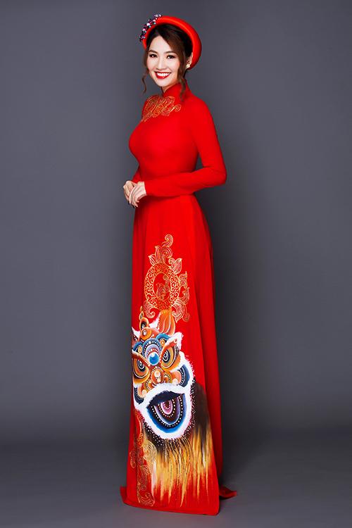 [Caption]Khi chọn áo màu sắc nổi bật, cô dâu cần trang điểm ấn tượng, tôn thêm vẻ kiêu sa.
