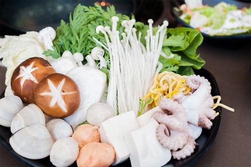 tiec-buffet-hon-100-mon-an-tinh-hoa-nhat-ban-tai-sai-gon-2