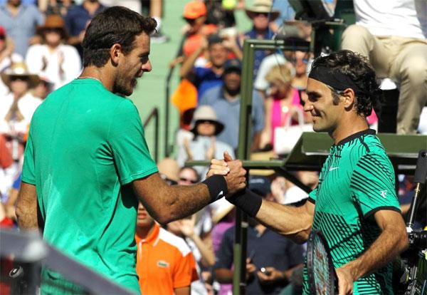 Federer (phải) tiếp tục phong độ ấn tượng sau chức vô địch Indian Wells.