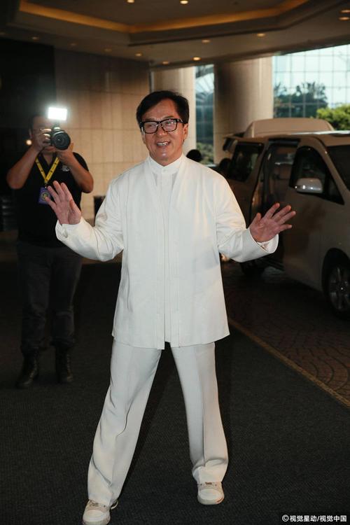Thành Long mở tiệc mừng hôm 28/3, sau khi trở thành nghệ sĩ Trung Quốc đầu tiên nhận giải thưởng Oscar  Thành tựu Trọn đời của O