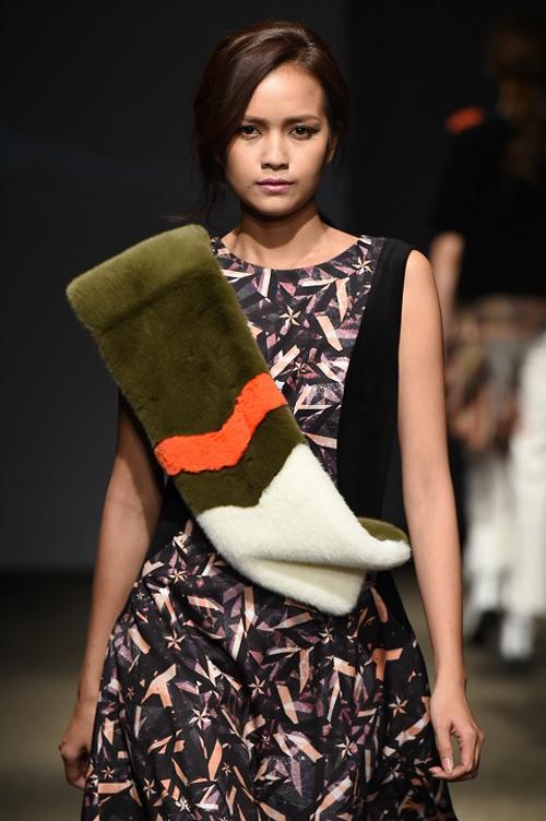 ngoc-chau-an-tuong-tren-san-dien-seoul-fashion-week-3