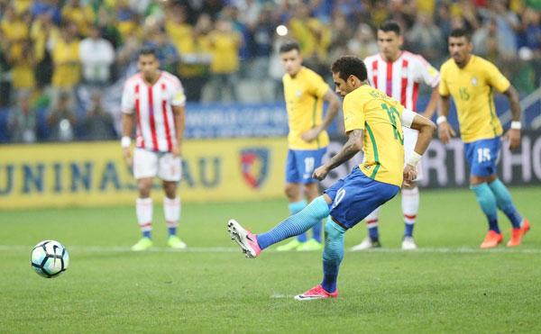 neymar-quy-cung-ban-gai-mung-chien-tich-cua-brazil-6