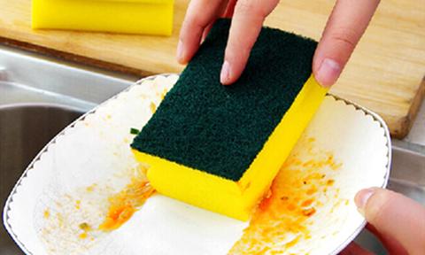 Bạn làm sạch miếng rửa bát, bếp từ bằng cách nào