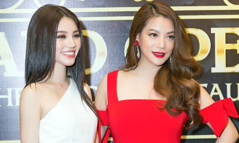 Jolie Nguyễn vai trần tới chúc mừng Trương Ngọc Ánh