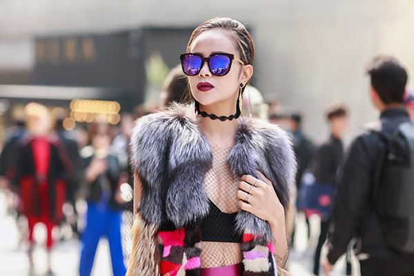 sella-truong-lot-xac-voi-phong-cach-ca-tinh-tai-seoul-fashion-week-1