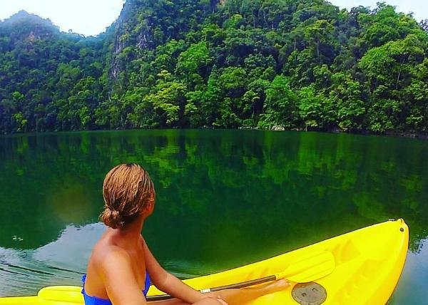 Nằm biệt lập nên hồ Trinh nữ thụ thai vẫn giữ nguyên được những nét hoang dã của thiên nhiên tạo hoá, một bên là núi, ở giữa là hồ, xa hơn là biển. Tại đây, du khách có thể tham gia một số hoạt động ngoài trời như chèo thuyền kayak, bơi lội hay thuê nằm trên bờ thư giãn.