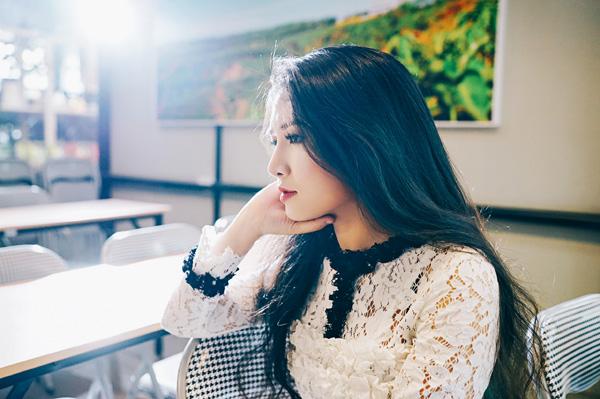 Văn Phượng khá quen thuộc trên màn ảnh nhỏ. Cô được gọi là nàng thơ của Việt Trinh sau khi góp mặt trong dự án Trở về của nữ đạo diễn này.