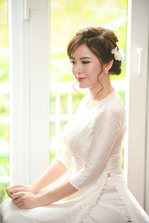 hot-girl-tu-linh-chon-style-make-up-cang-mong-trong-ngay-cuoi-1