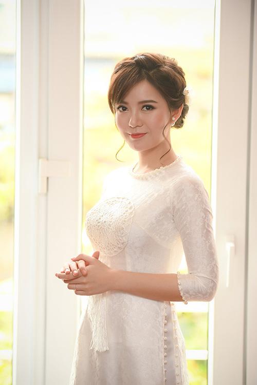 hot-girl-tu-linh-chon-style-make-up-cang-mong-trong-ngay-cuoi-2