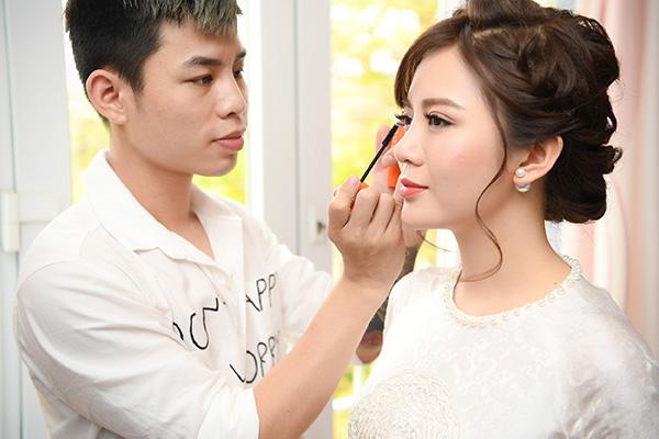 hot-girl-tu-linh-chon-style-make-up-cang-mong-trong-ngay-cuoi