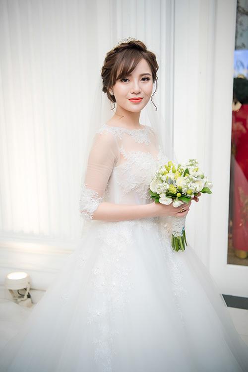 hot-girl-tu-linh-chon-style-make-up-cang-mong-trong-ngay-cuoi-5