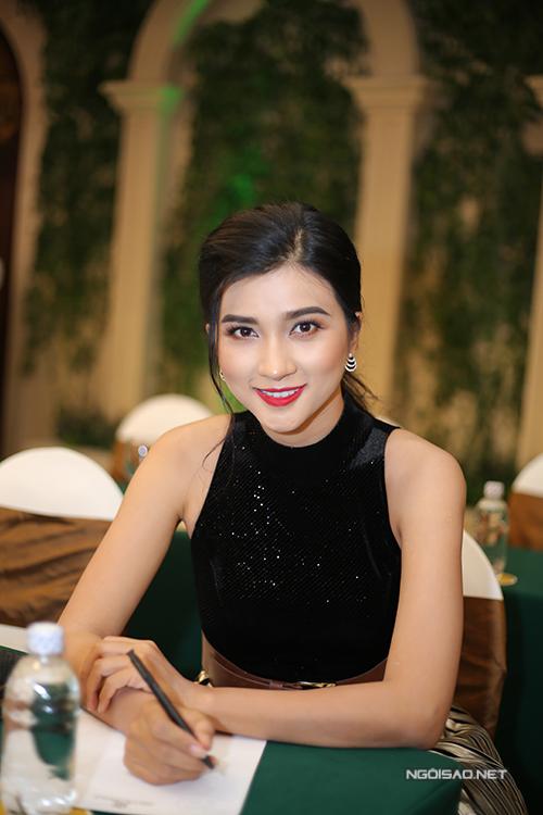 kim-tuyen-hieu-nguyen-tinh-tu-di-su-kien-sau-khi-sam-vai-vo-chong-4
