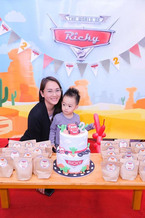 Từ khi kết hôn và làm mẹ, Ngọc Thạch không tham gia các sự kiện showbiz mà dành thời gian chăm sóc cho con trai nhỏ.