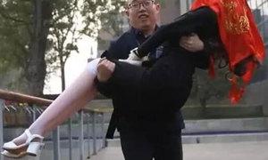 Người đàn ông Trung Quốc kết hôn với robot