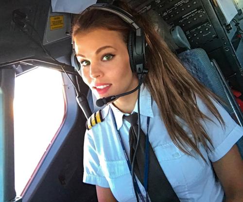Nữ phi công xinh đẹp Malin Rydqvist, 29 tuổi đến từ Thụy Điển sở hữu tài khoản mạng xã hội Instagram có hơn 45.000 lượt theo dõi nhờ những bức ảnh tập yoga đẹp mắt.