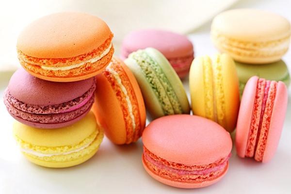 ăn quá nhiều đồ ngọt và thực phẩm chứa đường có thể tác động xấu đến collagen, tạo nếp nhăn và làm da chảy xệ.