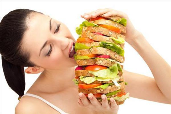 bạn sẽ thấy vô cùng đói, có xu hướng ăn nhanh và nhiều hơn nhu cầu thực.