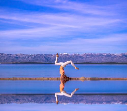 Cô chia sẻ: Tôi đã dùng mọi cách để chữa lưng nhưng chỉ có yoga mang lại cho tôi phương thức hiệu quả. Yoga giúp tôi hiểu về bản thân hơn và môn thể dục này cũng giúp tôi sống khoẻ hơn. Tôi thực sự bị nghiện yoga.