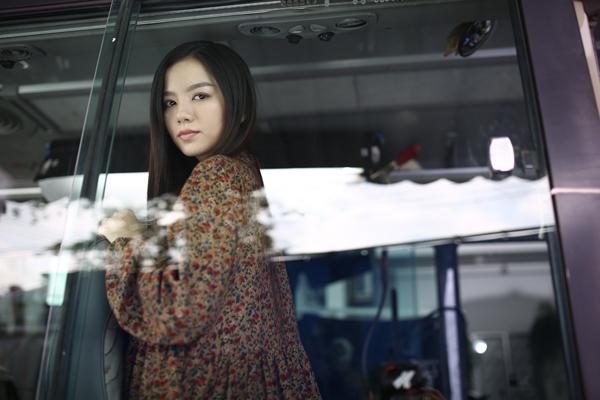 nha-phuong-lam-ban-gai-cua-ngo-kien-huy-trong-phim-moi-8