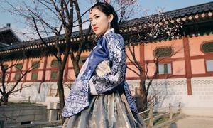 Milan Phạm diện hanbok dạo chơi ở Hàn Quốc