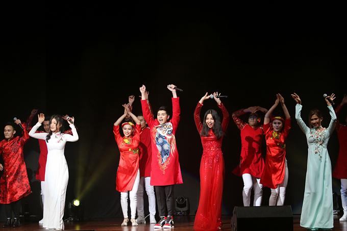 noo-phuoc-thinh-la-ca-si-viet-duy-nhat-dien-tai-le-trao-giai-o-malaysia-8