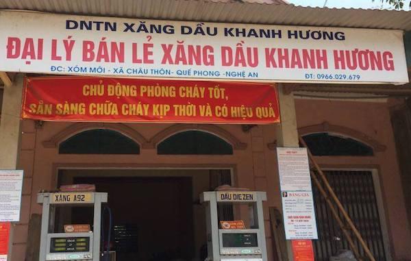 nhan-vien-cay-xang-bi-nam-sinh-chich-dien-chay-sem-tran