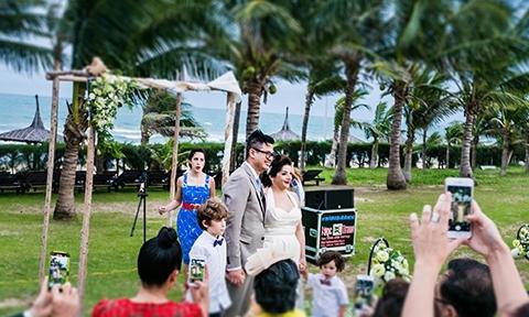 Đám cưới lãng mạn bên bờ biển của chàng trai Phan Thiết và cô gái Pháp