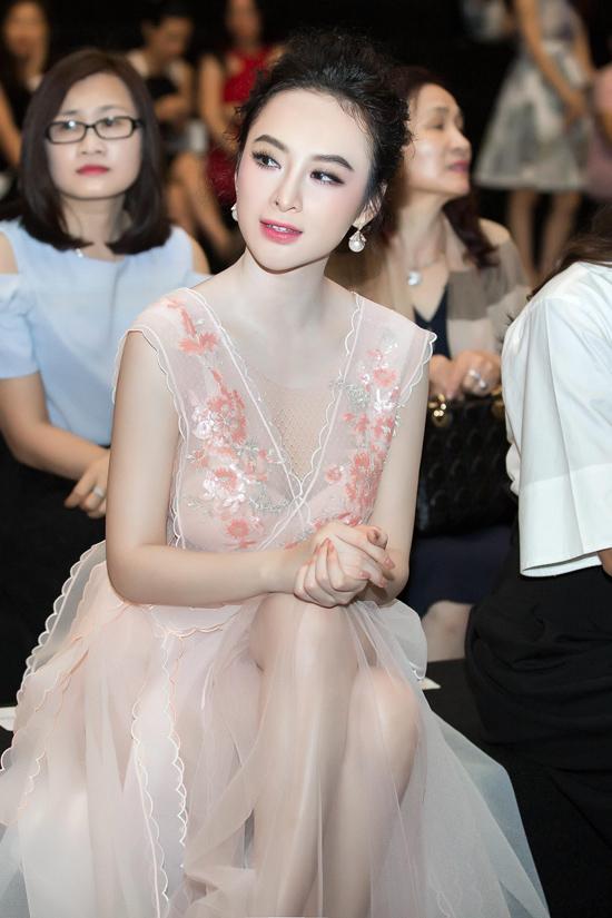 angela-phuong-trinh-hoa-cong-chua-do-sac-pham-huong-thanh-lich-2