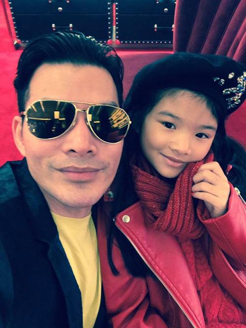 Trên trang cá nhân, Trần Bảo Sơn khoe hình ảnh cùng con gái đi shopping tại New York.