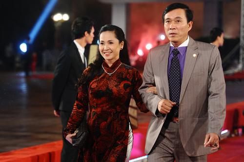 me-chong-hot-nhat-vinh-bac-bo-lan-huong-ke-chuyen-song-chung-voi-con-dau-1